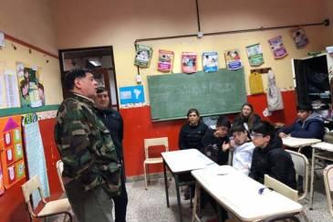 El Municipio continúa con las charlas de veteranos de Malvinas en escuelas primarias