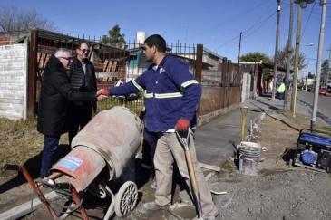 El Municipio continúa con la renovación de veredas en el barrio Las Tunas