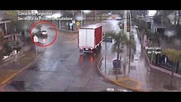 En Tigre centro, un conductor perdió el control de su vehículo y chocó contra una parada de colectivos