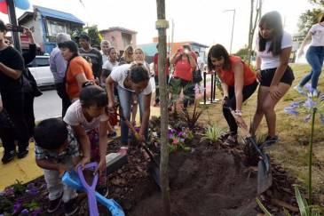 Junto a las familias de Las Tunas, Julio Zamora inauguró el renovado Paseo Callao