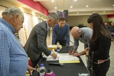 Más de 130 familias firmaron las escrituras de sus viviendas