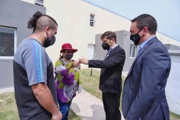 Simone y Kicillof entregaron 56 viviendas en Florencio Varela