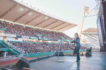 Hotton habló ante más de 23 mil evangélicos en el estadio Kempes de Córdoba